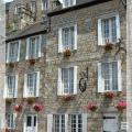 front_of_numerocinq_bed_and_breakfast_chambre_d'hotes_domfront_normandie.JPG
